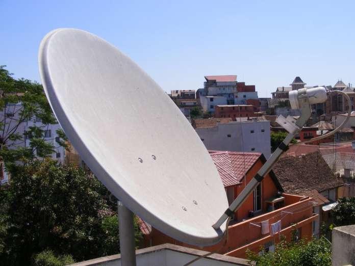 parabola su tetto dcss hotbird